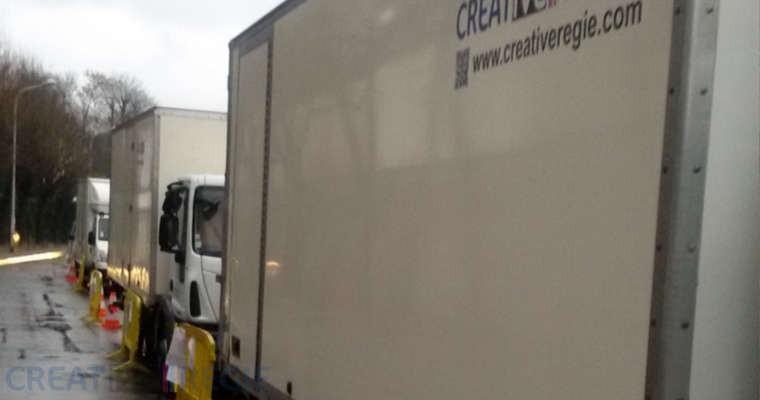 Camions Créative Régie garé sur la ventouse
