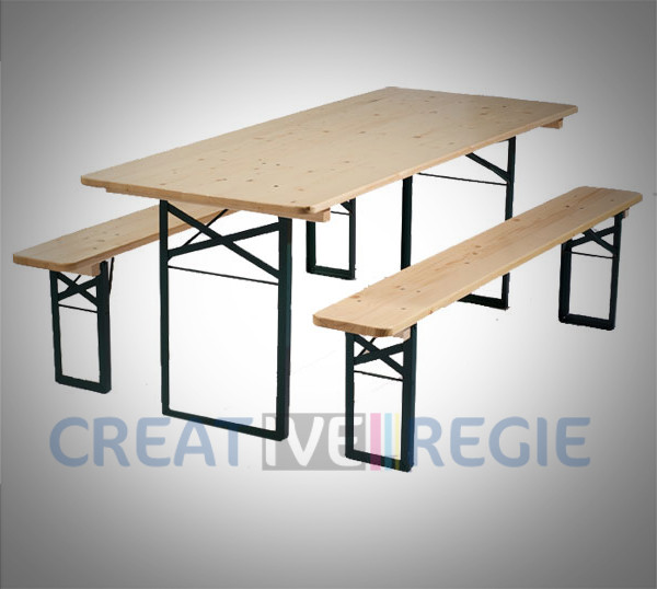 Photo de Table en bois et bancs de cantine
