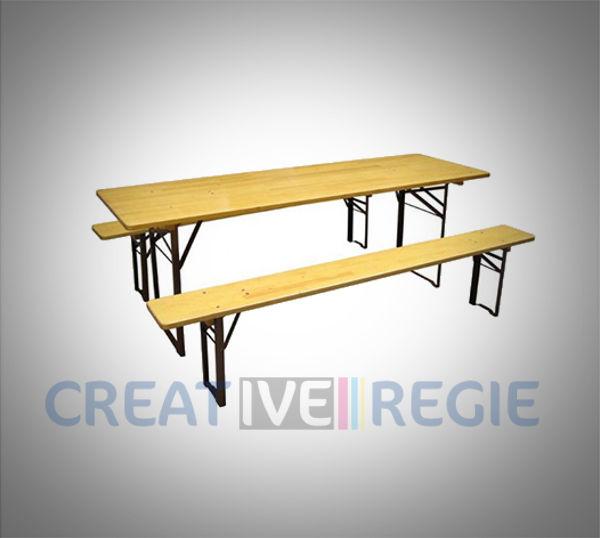 Table en bois et bancs de cantine